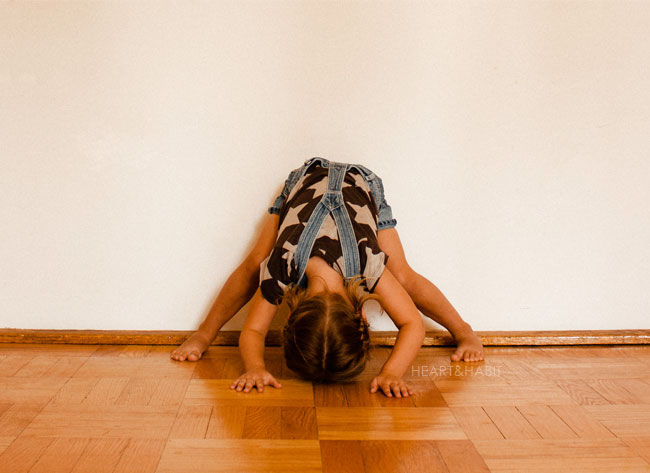 yoga with kids, yoga at home, copy cat kids, mom and kids, yoga poses, lululemon yoga clothes