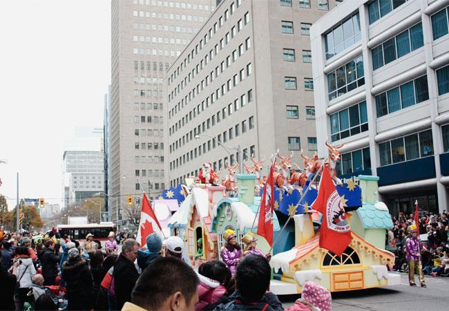 toronto santa claus parade, toronto christmas, santa claus, christmas season, family parade day, urban family