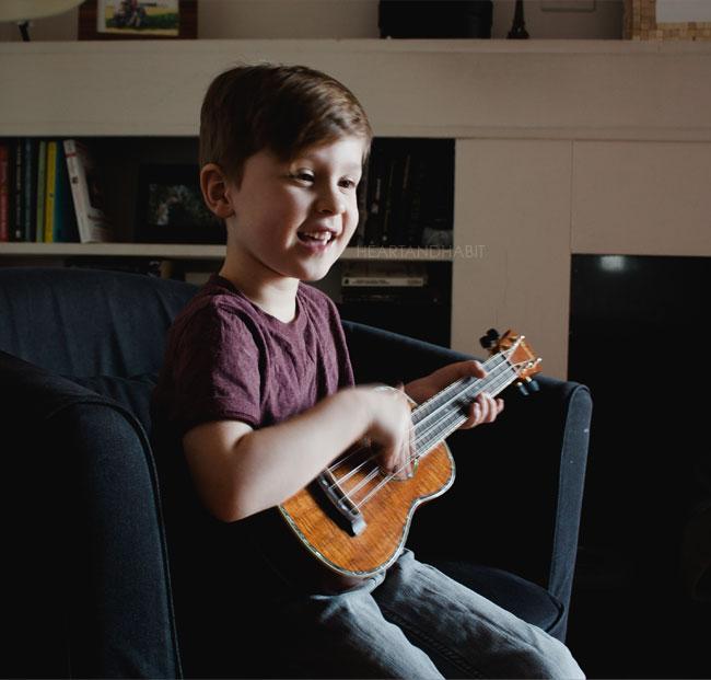 playing the uke