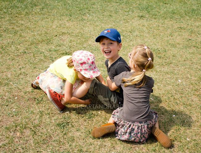 play-fighting-kids